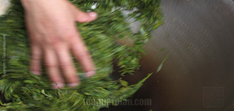 Wok roasting green tea